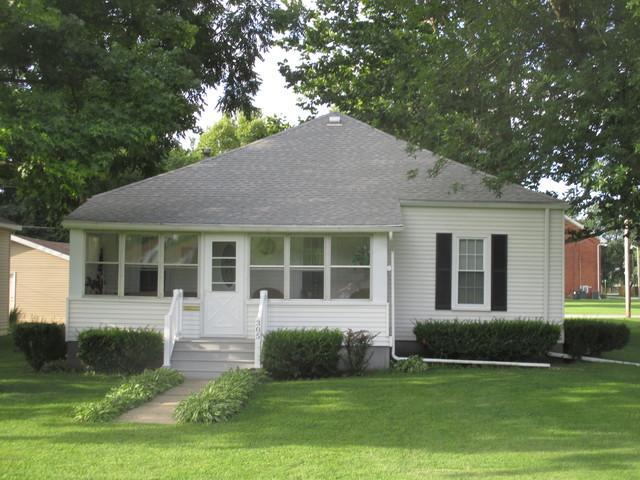 305 E South Central Avenue, Tuscola, IL 61953 (MLS #10020404) :: Ryan Dallas Real Estate