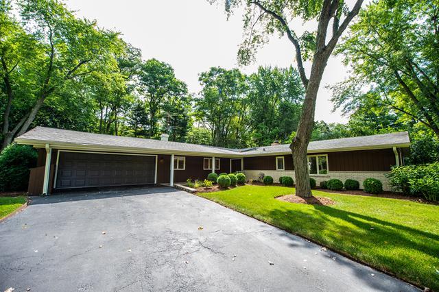 26 Essex Lane, Lincolnshire, IL 60069 (MLS #10020472) :: Helen Oliveri Real Estate