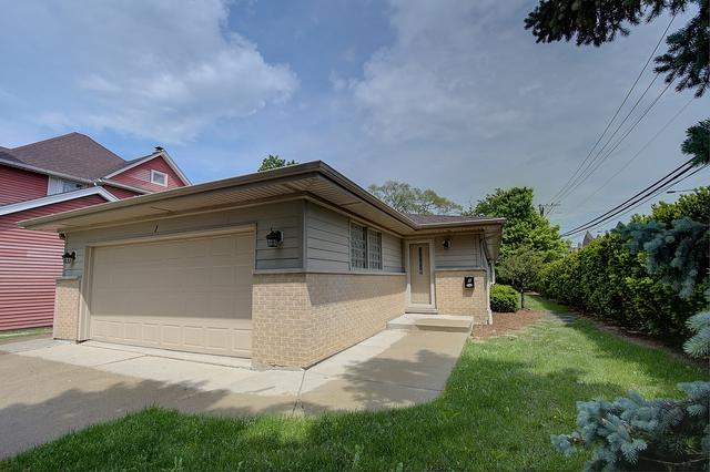 1 N Pine Street, Mount Prospect, IL 60056 (MLS #10021834) :: Helen Oliveri Real Estate