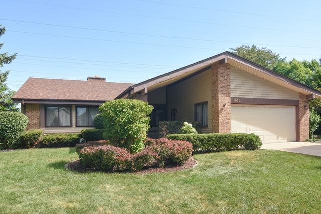 1612 W Canterbury Court, Arlington Heights, IL 60004 (MLS #10022180) :: Helen Oliveri Real Estate