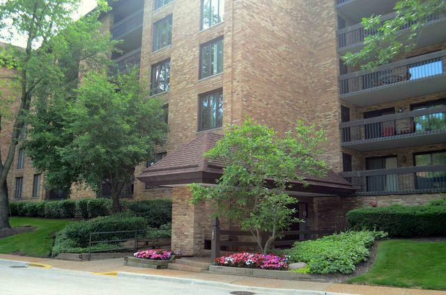 1671 Mission Hills Road #101, Northbrook, IL 60062 (MLS #10023113) :: Domain Realty
