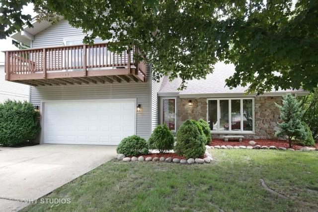 1043 Cedar Crest Drive, Crystal Lake, IL 60014 (MLS #10023261) :: Key Realty