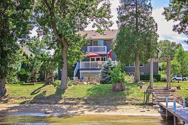 2606 S Riverside Drive, Mchenry, IL 60050 (MLS #10025978) :: Lewke Partners