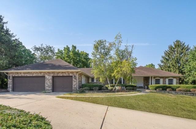 104 Stonegate Drive, Oswego, IL 60543 (MLS #10026309) :: Helen Oliveri Real Estate