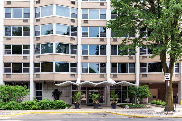 555 W Cornelia Avenue #602, Chicago, IL 60657 (MLS #10026756) :: Property Consultants Realty