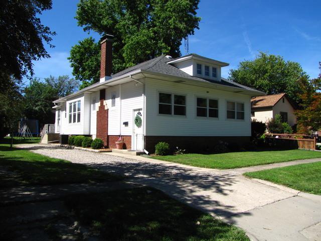 109 E Pembroke Street, Tuscola, IL 61953 (MLS #10031235) :: Littlefield Group