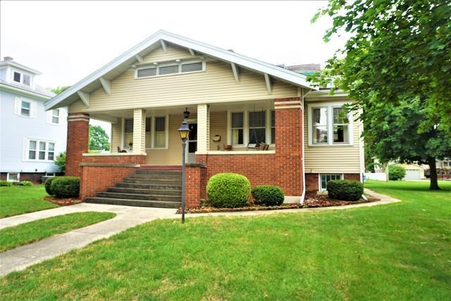 304 E Scott Street, Tuscola, IL 61953 (MLS #10036048) :: Littlefield Group