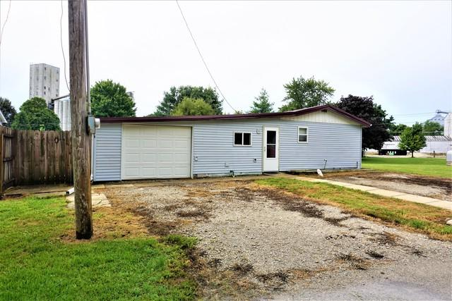 105 W North Street, Farmer City, IL 61842 (MLS #10036480) :: Berkshire Hathaway HomeServices Snyder Real Estate