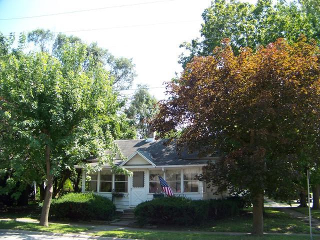 203 E Marion Street, MONTICELLO, IL 61856 (MLS #10042132) :: Ryan Dallas Real Estate