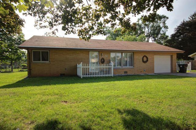 601 Oakcrest Drive, Rantoul, IL 61866 (MLS #10044954) :: Littlefield Group