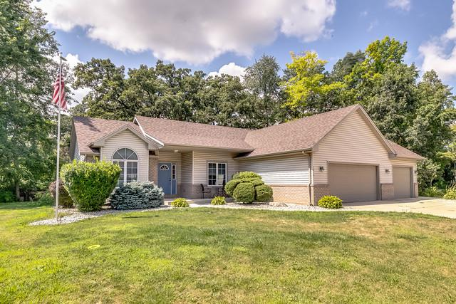 1015 Marti Court, Silver Lake, WI 53170 (MLS #10048626) :: Littlefield Group