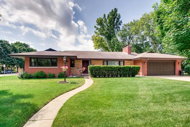 7056 N Keystone Avenue, Lincolnwood, IL 60712 (MLS #10051126) :: The Spaniak Team