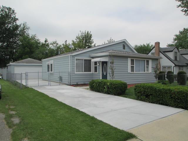 9814 Austin Avenue, Oak Lawn, IL 60453 (MLS #10051983) :: Littlefield Group