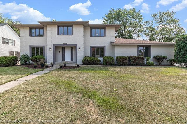 7225 Clarendon Hills Road, Darien, IL 60561 (MLS #10053574) :: Domain Realty