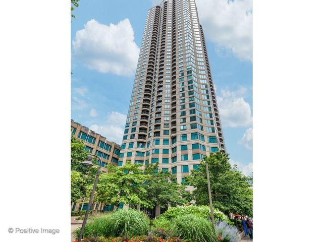 400 N Lasalle Street #3807, Chicago, IL 60654 (MLS #10054287) :: Domain Realty
