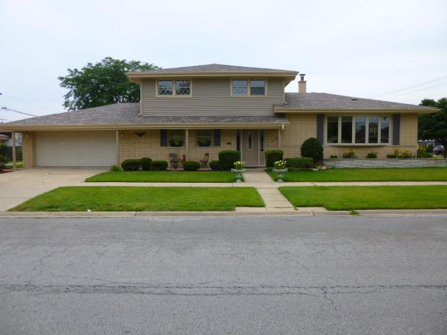 4601 W 105th Street, Oak Lawn, IL 60453 (MLS #10054702) :: The Wexler Group at Keller Williams Preferred Realty
