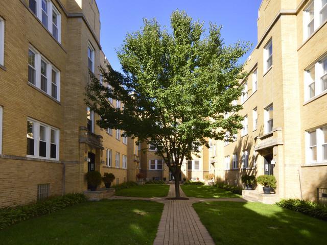 1332 W Estes Avenue 3S, Chicago, IL 60626 (MLS #10054740) :: Littlefield Group