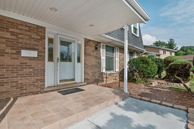 1535 Briarcliffe Boulevard, Wheaton, IL 60189 (MLS #10055013) :: The Wexler Group at Keller Williams Preferred Realty