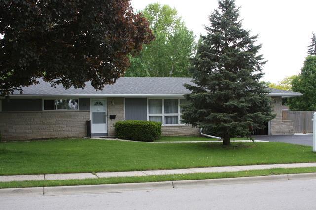 216 Sharon Lane, North Aurora, IL 60542 (MLS #10056787) :: The Jacobs Group