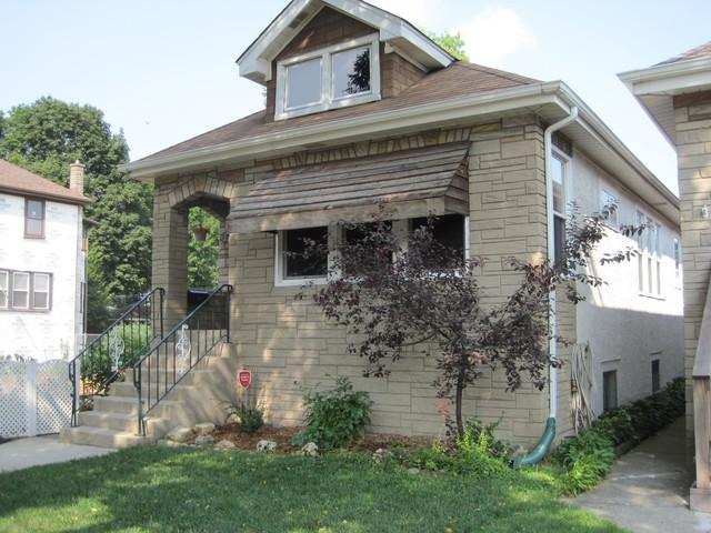 1437 Wenonah Avenue, Berwyn, IL 60402 (MLS #10059125) :: The Saladino Sells Team