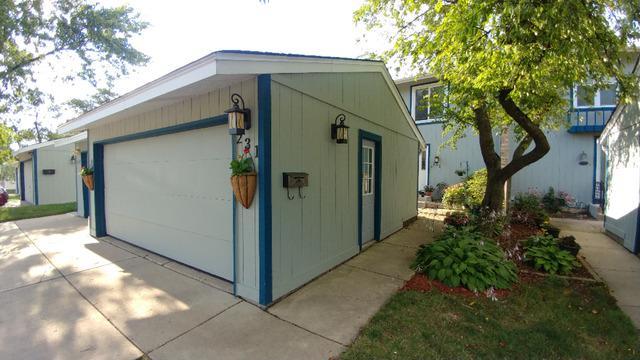 231 Oakwood Lane, Bloomingdale, IL 60108 (MLS #10072072) :: Lewke Partners
