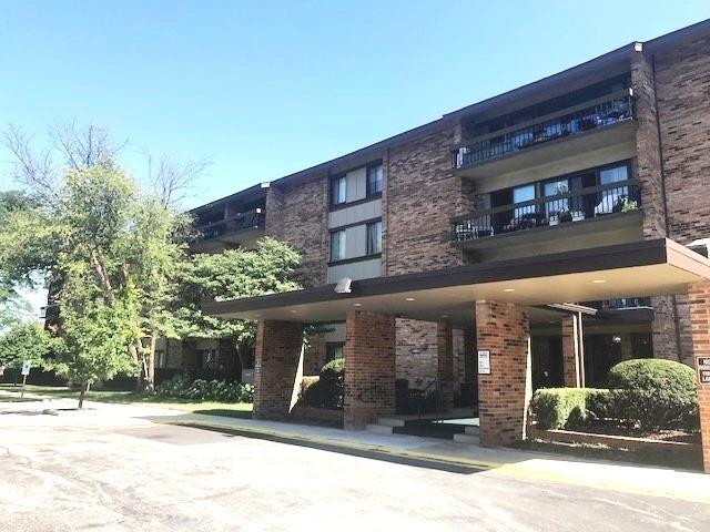 101 Lake Hinsdale Drive #105, Willowbrook, IL 60527 (MLS #10072643) :: The Saladino Sells Team