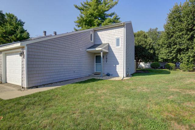 1937 Blackthorn Drive #1937, Champaign, IL 61821 (MLS #10077940) :: Ryan Dallas Real Estate