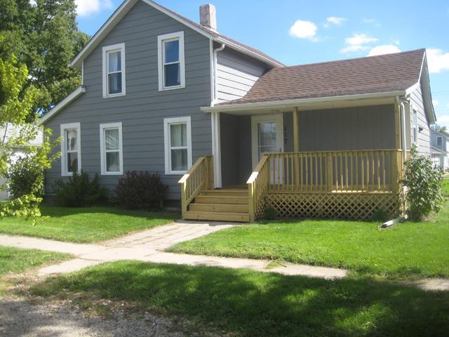 117 S Peru Avenue, Ladd, IL 61329 (MLS #10078925) :: Leigh Marcus | @properties