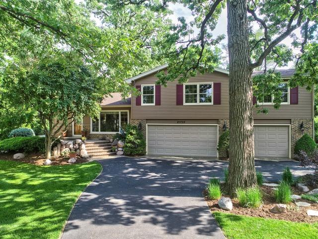 21733 W Glendale Road, Lake Zurich, IL 60047 (MLS #10082549) :: Helen Oliveri Real Estate