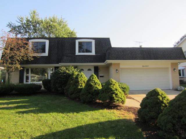 18W207 Claremont Drive, Darien, IL 60561 (MLS #10084022) :: Lewke Partners