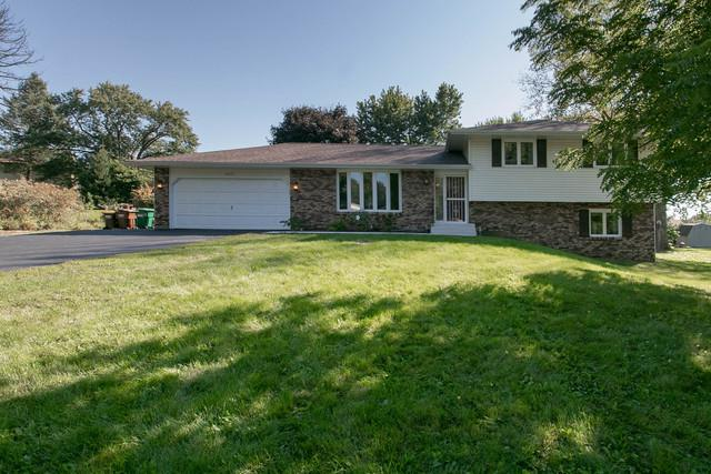 8625 Centaur Drive, Belvidere, IL 61008 (MLS #10084830) :: Lewke Partners