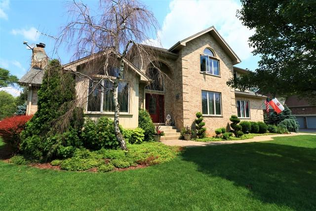 15W734 74th Street, Burr Ridge, IL 60527 (MLS #10086006) :: Lewke Partners