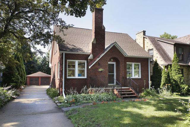 2427 Birchwood Lane, Wilmette, IL 60091 (MLS #10086081) :: The Saladino Sells Team