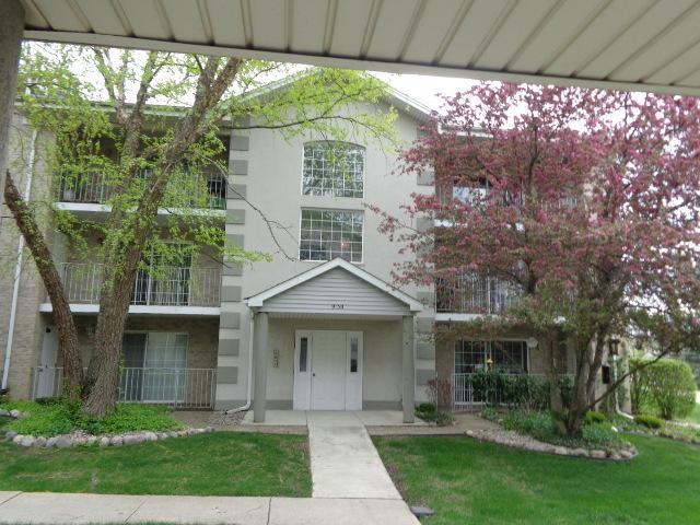 9130 W 95th Street 3A, Hickory Hills, IL 60457 (MLS #10086110) :: Lewke Partners