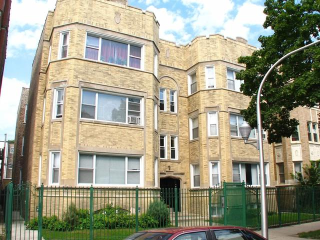 7736 Kingston Avenue, Chicago, IL 60649 (MLS #10086612) :: The Saladino Sells Team