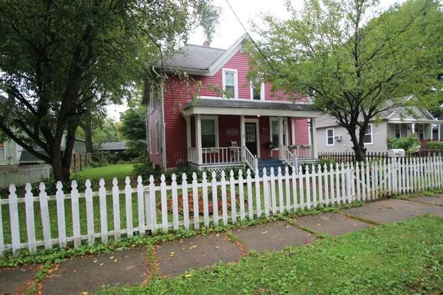 910 Vanburen Street, Belvidere, IL 61008 (MLS #10086920) :: Lewke Partners