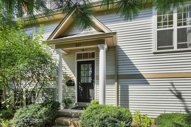 221 5th Street #221, Libertyville, IL 60048 (MLS #10087074) :: Helen Oliveri Real Estate