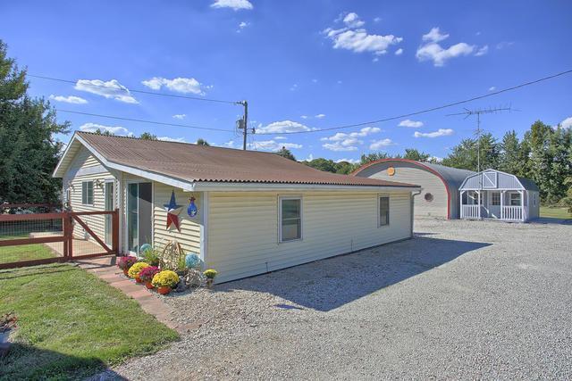 2 Camfield Drive, MONTICELLO, IL 61856 (MLS #10087870) :: Ryan Dallas Real Estate