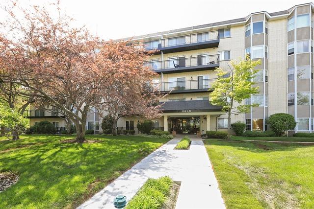 8640 Waukegan Road #326, Morton Grove, IL 60053 (MLS #10088622) :: Helen Oliveri Real Estate