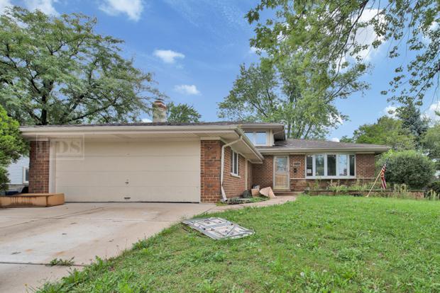 8516 W 89th Street, Hickory Hills, IL 60457 (MLS #10089897) :: Lewke Partners