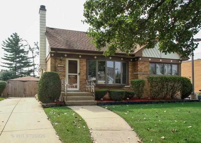6949 W Oakton Court, Niles, IL 60714 (MLS #10090781) :: Lewke Partners