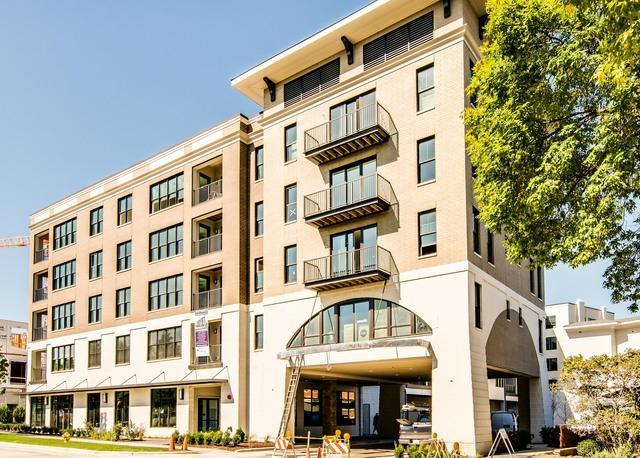 940 Maple Avenue #306, Downers Grove, IL 60515 (MLS #10090929) :: The Saladino Sells Team