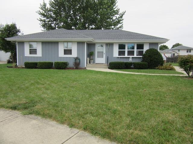2501 John Bourg Drive, Plainfield, IL 60586 (MLS #10092909) :: Lewke Partners