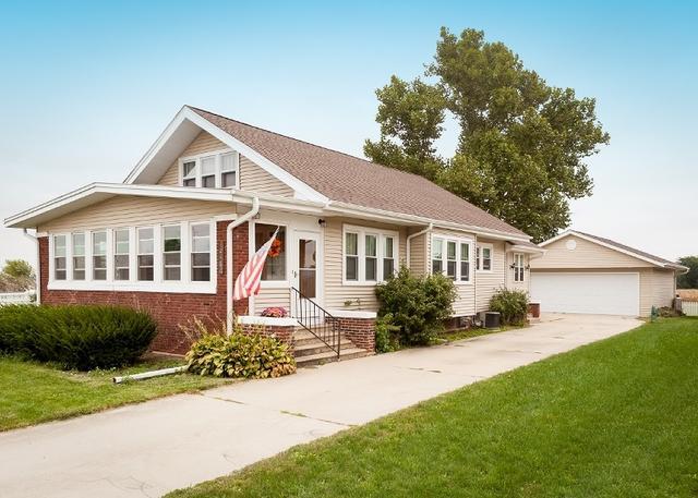 32462 White Street, Kirkland, IL 60146 (MLS #10095362) :: The Dena Furlow Team - Keller Williams Realty