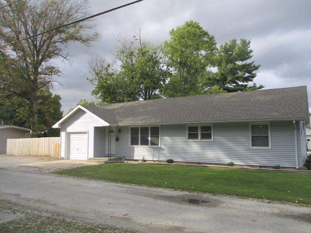 510 Cherry Street, Tuscola, IL 61953 (MLS #10096680) :: Littlefield Group