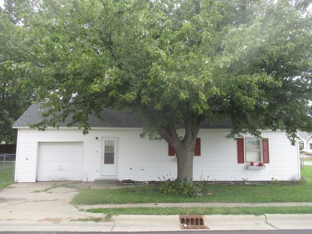 921 E Short Street, Tuscola, IL 61953 (MLS #10096684) :: Littlefield Group