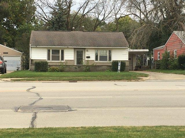 1308 E Grove Avenue, Rantoul, IL 61866 (MLS #10100986) :: The Dena Furlow Team - Keller Williams Realty