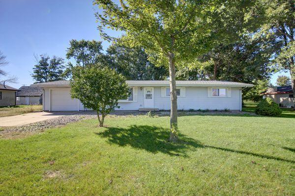 803 1500E Road, TOLONO, IL 61880 (MLS #10101908) :: The Dena Furlow Team - Keller Williams Realty