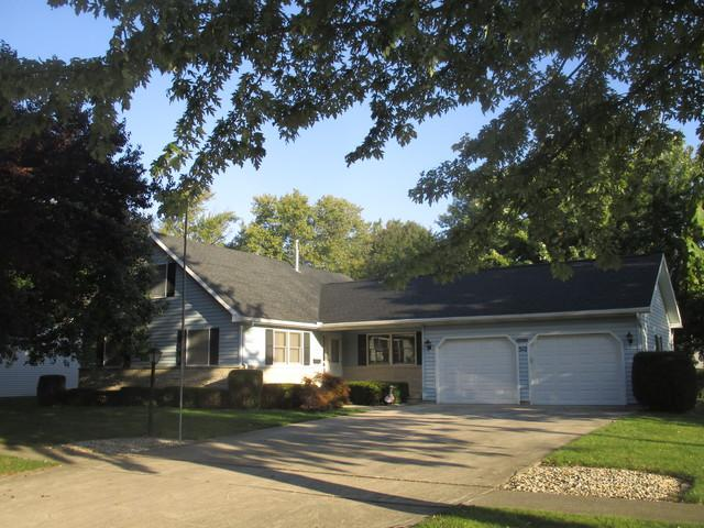 312 E Pembroke Street, Tuscola, IL 61953 (MLS #10102154) :: Ryan Dallas Real Estate