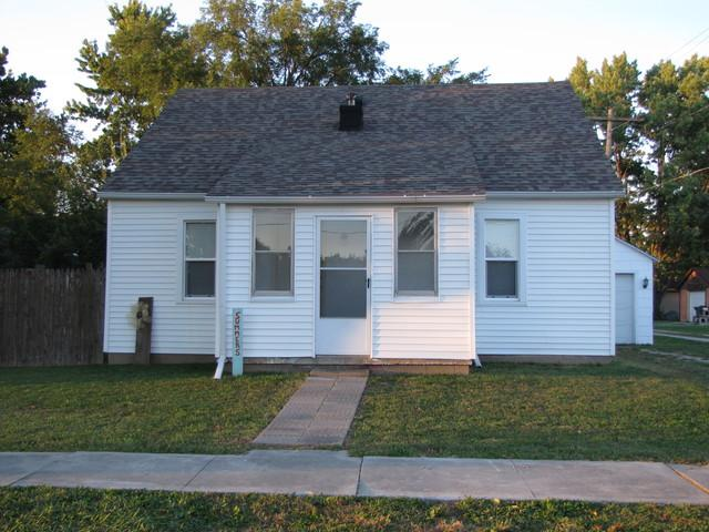 210 Central Avenue, ATWOOD, IL 61913 (MLS #10106590) :: The Dena Furlow Team - Keller Williams Realty